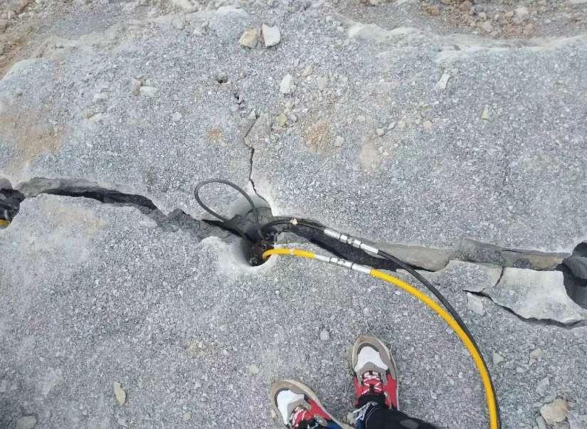 山上开挖石头用快撑裂棒