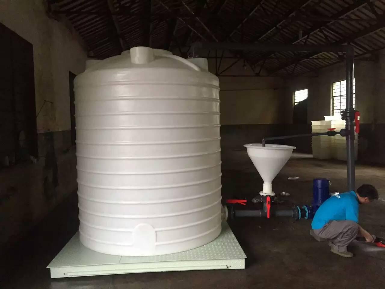 2000升塑胶水箱 2吨平底储罐 耐酸碱PE加厚塑料水箱 大白桶 水塔