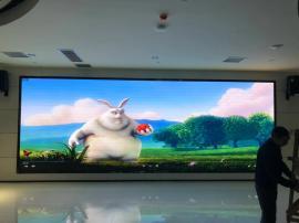 新款室��LED屏幕目前��r*展�dP4高清�@示屏�r/格