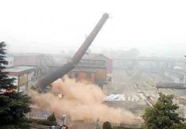 水泥烟囱拆除 烟囱爆破 玻璃厂烟囱拆除公司