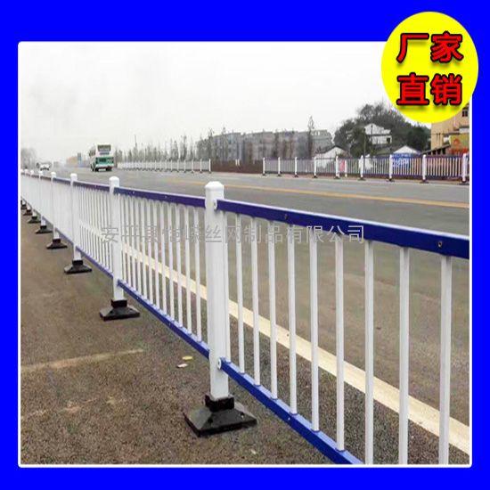 恺嵘铁道路口的移动护栏 交通道路临时护栏网现货 质优价廉