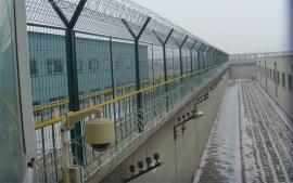 监狱刀刺钢网墙安装-监狱铁丝网围墙-监狱刀刺隔离网厂