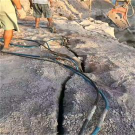 矿山开采遇到硬石头打不动岩石分裂棒施工现场效果