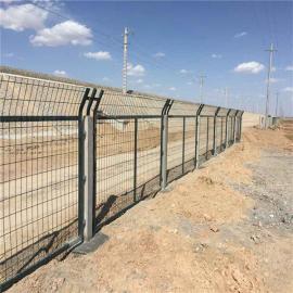 金属网栅栏