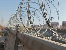 高铁刺丝滚笼防护栅栏
