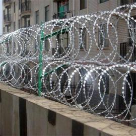 监狱不锈钢刀片刺网 监狱刀刺网围墙 监狱刀刺隔离网