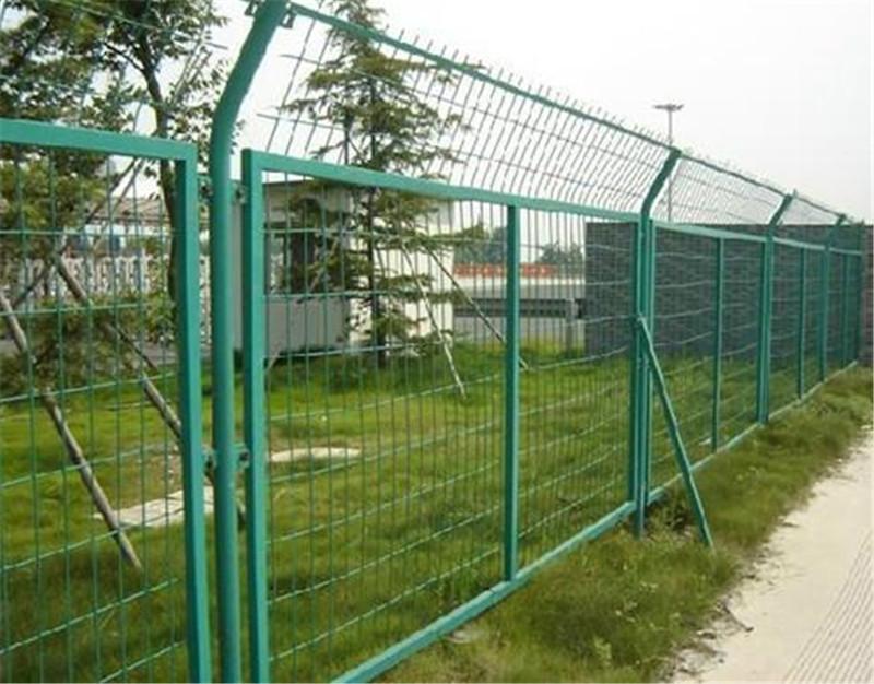 高速公路刺绳护栏网- 公路框架护栏网价- 高速公路隔离栅生产