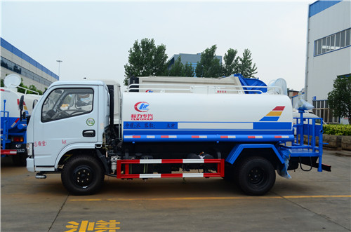 5吨8吨12吨环卫洒水车