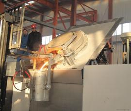 5吨串联谐振一拖二中频熔炼炉