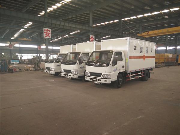江铃厢长4200气瓶运输车 易燃不然气体专用运输车