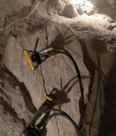 矿山液压破石头设备岩石劈裂棒