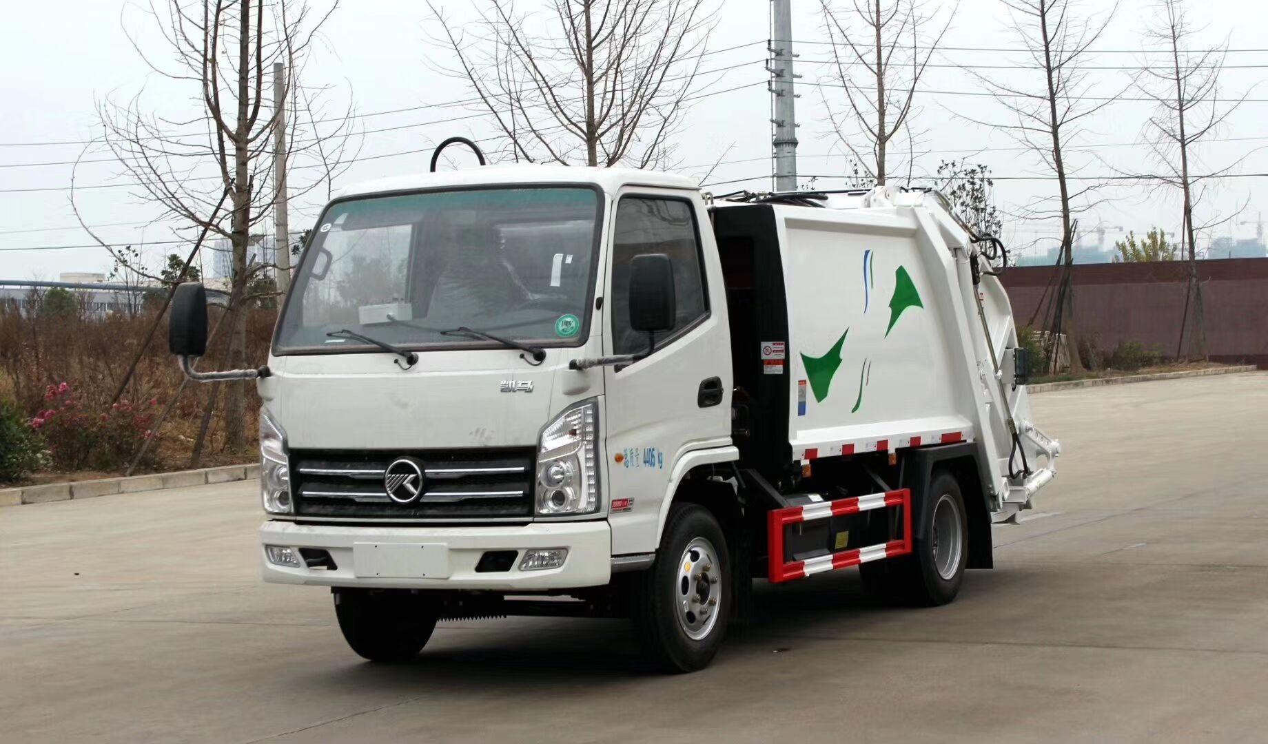 5立方后装压缩式自装卸垃圾车 凯马压缩式垃圾车