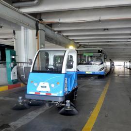 农贸市场清扫车水泥人行道果壳树叶扫地机汽车客运站电动吸尘车