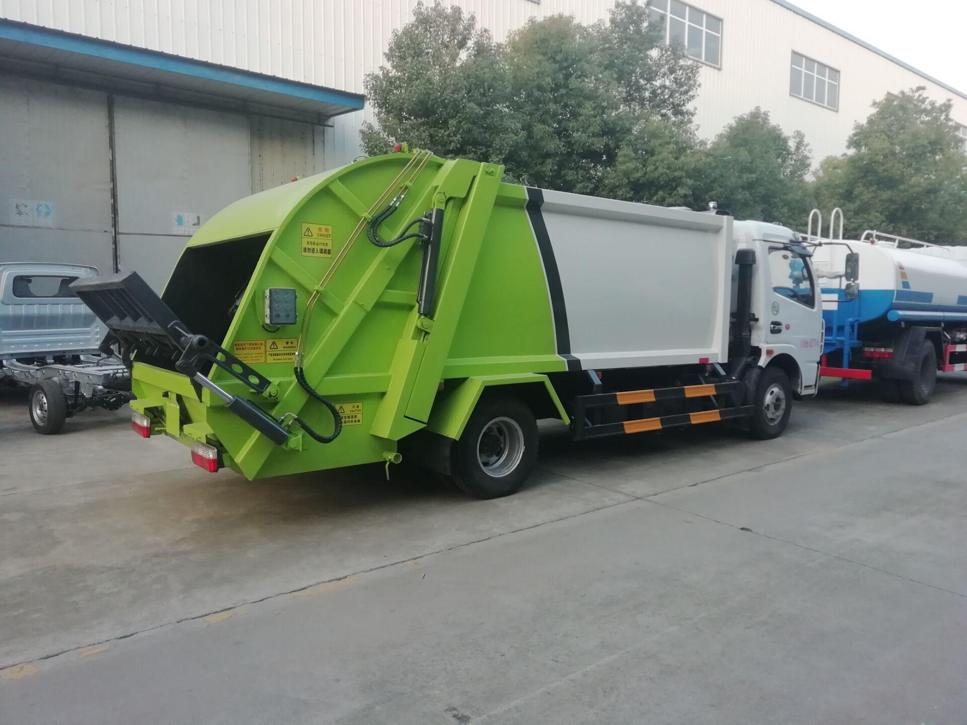 东风大多利卡8立方压缩垃圾车后装卸式垃圾清运车