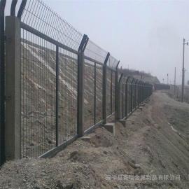 铁路防护栅栏网|整体热浸锌铁路防护栅栏|铁路围网