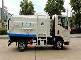 5方凯马挂桶式对接垃圾车报价 蓝牌侧装后卸压缩垃圾车配置与参数