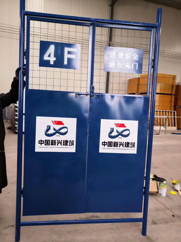 双板现货电梯门 钢板网电梯安全防护门