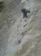 洞采铅锌矿用不了炸药爆破力致岩石劈裂棒新型静爆岩石设备
