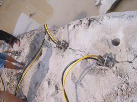 多少钱一台液压劈裂棒代替炸药爆破岩石设备