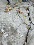 可以代替炸药爆破岩石取代破碎锤的液压劈裂棒