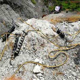 大型露天矿山开采柱塞式岩石劈裂棒