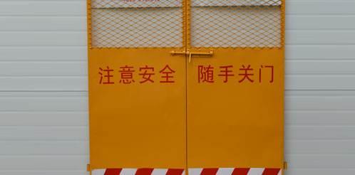现货双板钢板网电梯门/ 施工电梯井封门可加工定做质优价廉
