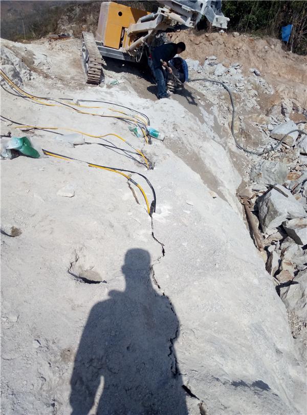 高速修建边坡石头开采好方法