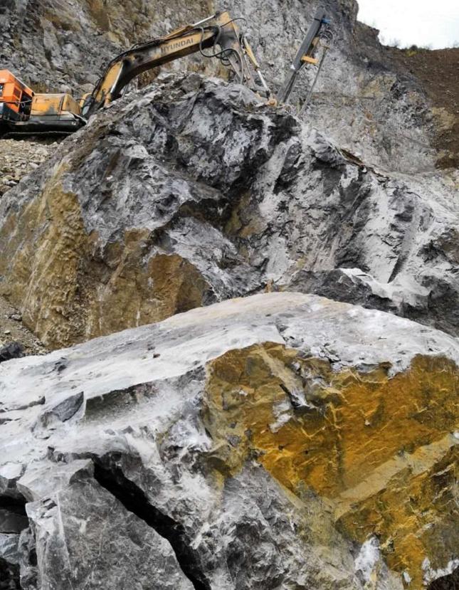 破裂石头开采岩石的机器