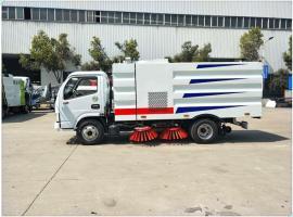 3吨东风小多利卡扫路车配置介绍 环卫5方清扫车价位