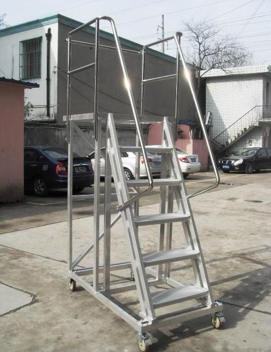 �做5.7米高登高梯移�拥歉咛���羰也讳P�登高梯