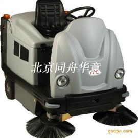 1202DP-P驾驶室扫地车