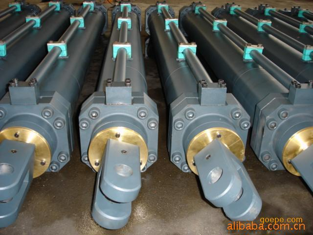大型液压缸 产品型号: 所 在 地:江苏 产品描述:    3 液压缸具有图片