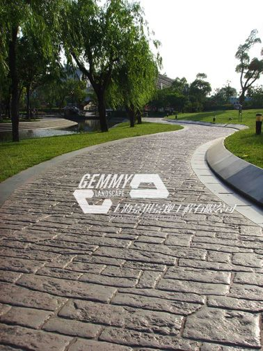 厂家直供|质优价廉|彩色水泥压模地坪|且行且珍惜!