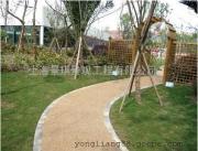 可以吸水的路面?彩色水泥透水混凝土地坪|公园渗水路面