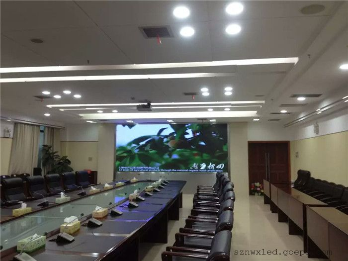 大学学术交流厅安装一块P2全彩LED显示屏效果清晰度非常好